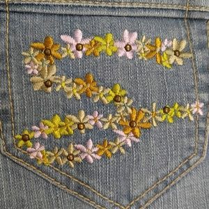 EUC Seven7 Jeans with Floral Pockets size 31
